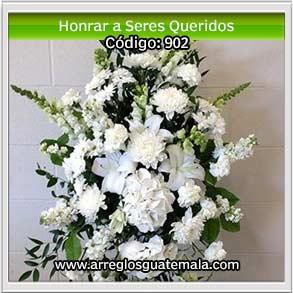 flores en honor a memoria de seres queridos