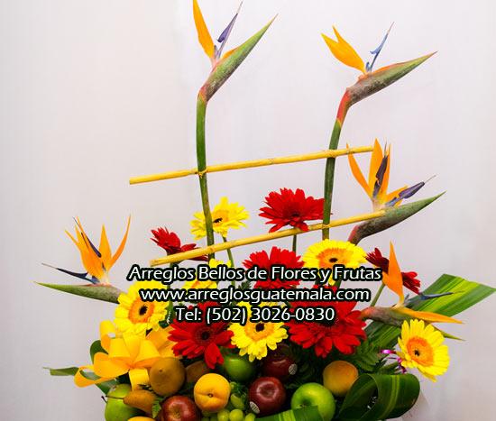 flores para cumpleaños con frutas